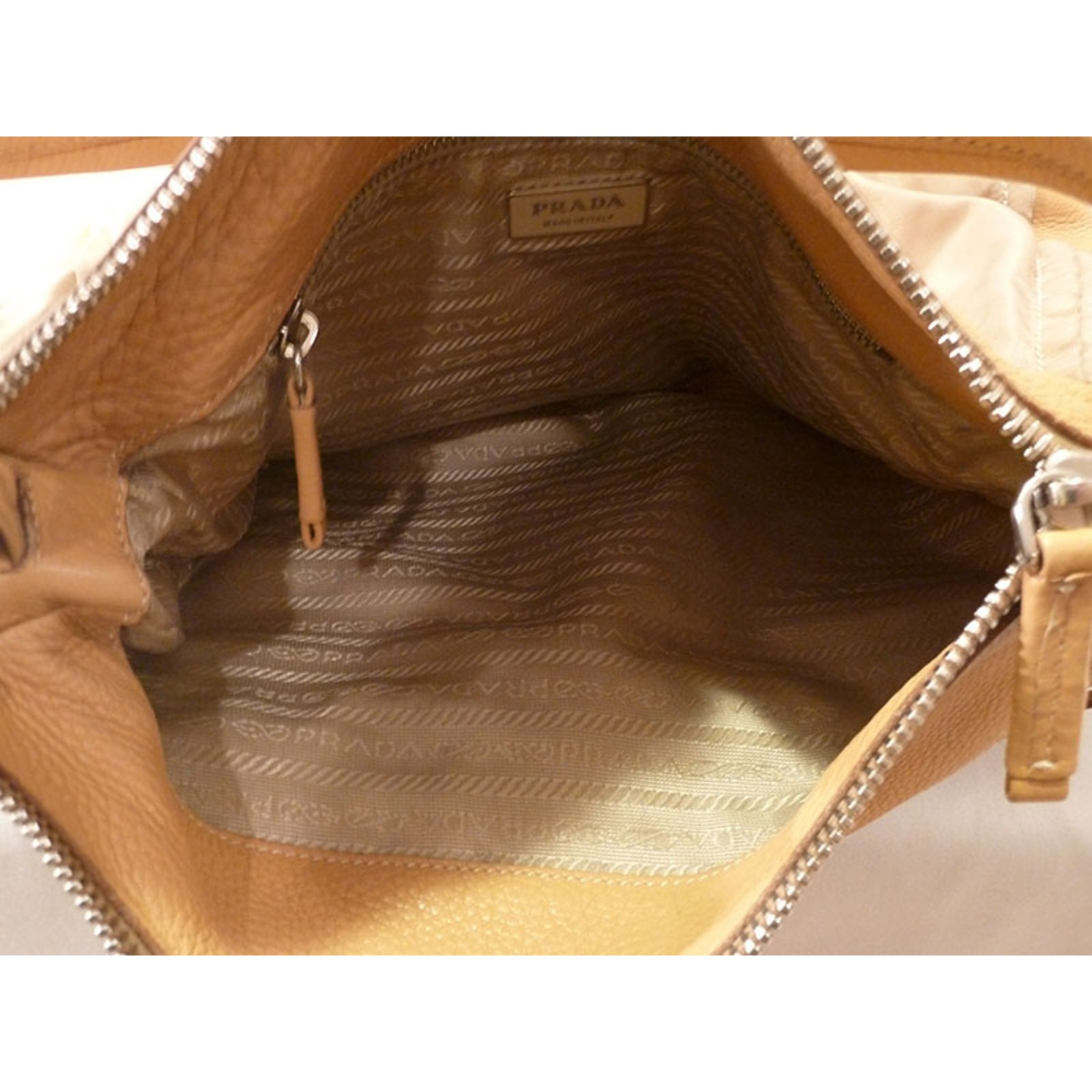 e44b036dc3 Prada Hobo Bag Handbags Leather Beige ref.21684 - Joli Closet
